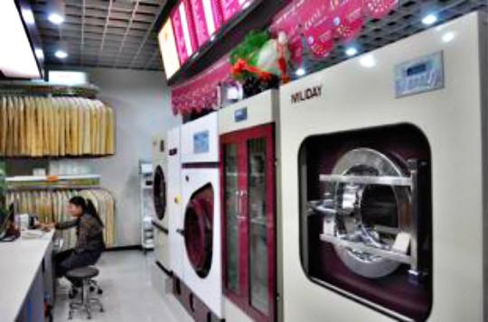 干洗设备哪个品牌好?美一天洗衣设备价格贵吗?